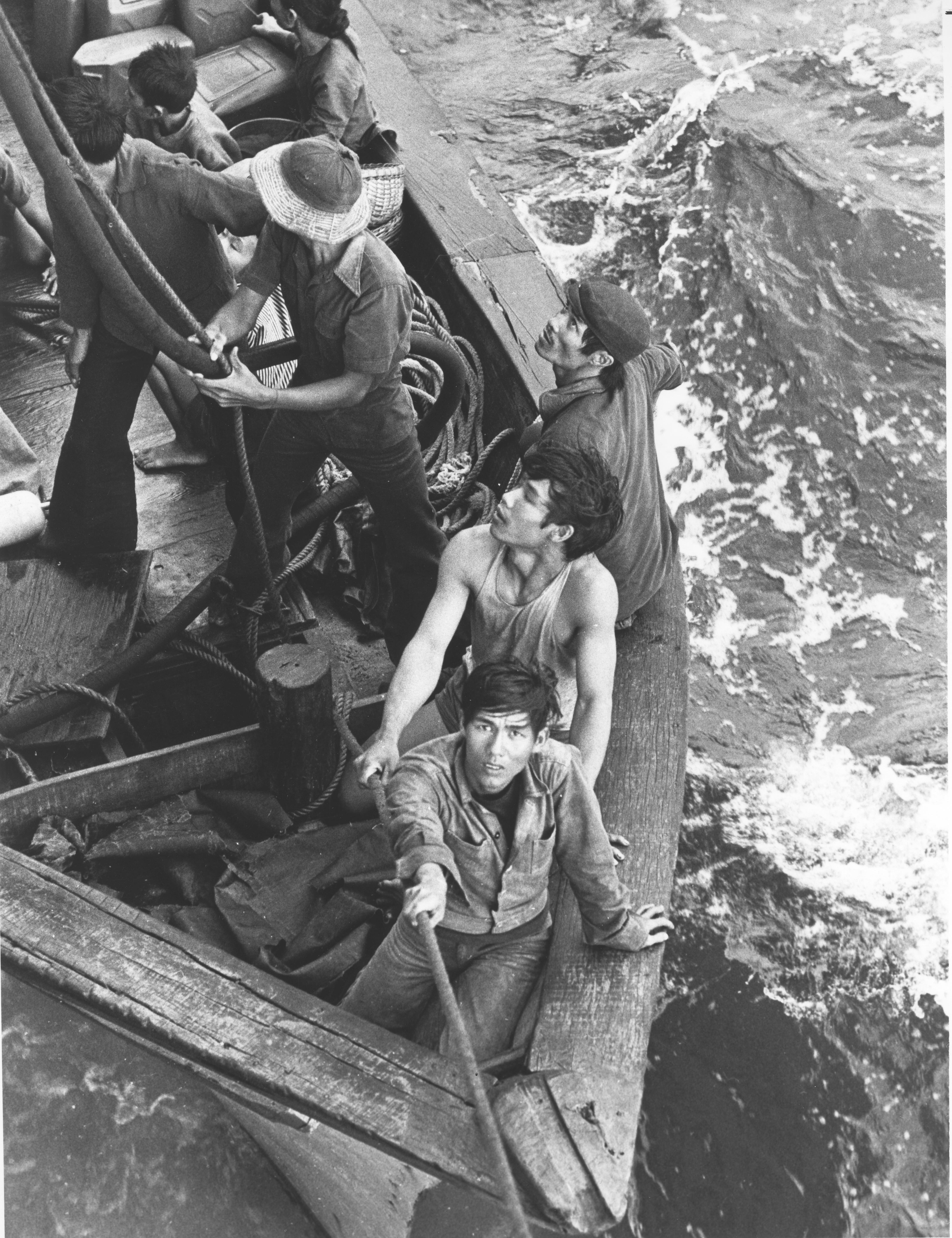 vietnamese refugees come alongside uss white plains afs 4 in 1979 naval